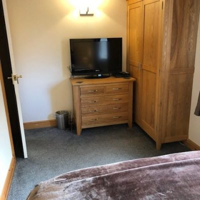 Oak double bedroom tv